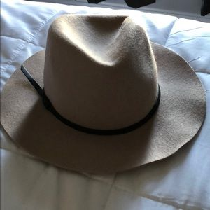 Taupe Panama hat from Banana Republic size L/XL